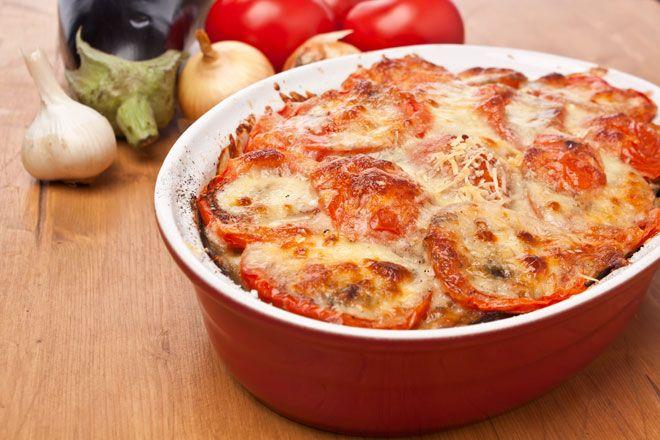 Leckeres und leichtes Rezept für eine vegetarische Lasagne mit Auberginen ohne Kohlenhydrate. Vegetarisch, glutenfrei, kalorienarm.
