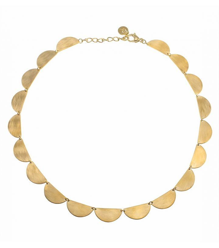 Crescent necklace, gold Featuring a gorgeous crescent shape with a retro feel made of half circles sized 10 x 20mm. They have both a brushed and shiny side which makes it versatile Adjustable length of necklace 41-44,5 cm
