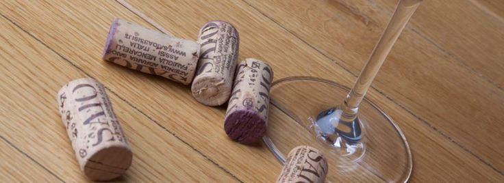 SAIO natural corks on the table