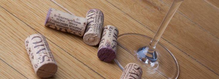 SAIO natural corks on the table