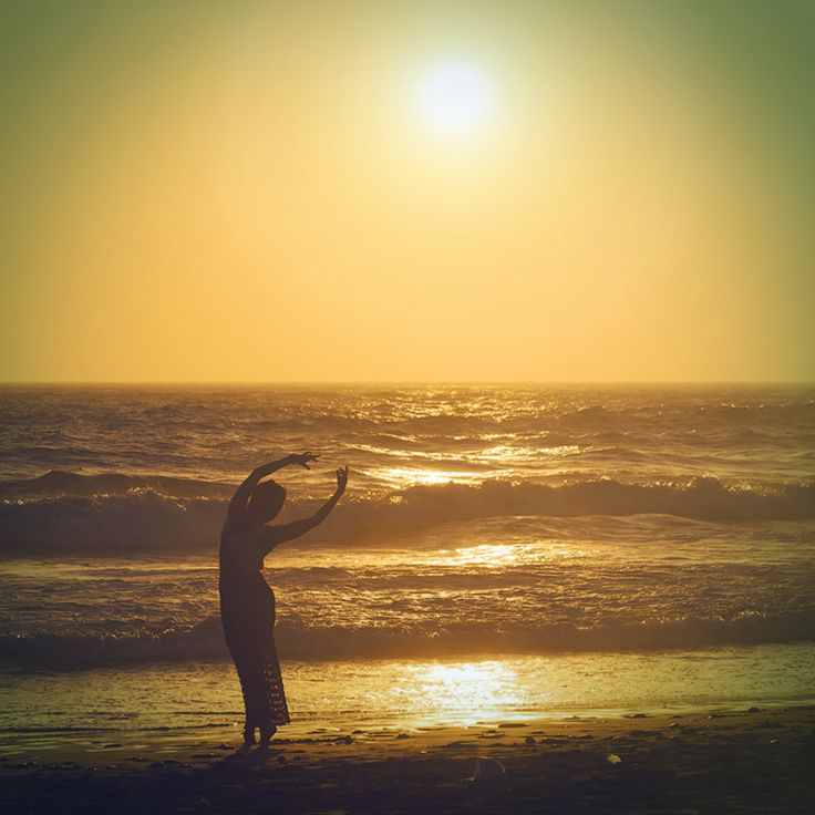 Сегодня решила проснуться девочкой. План на день: внимание, нежность и любовь к себе и окружающим, творчество. Побыть мягкой и женственной - сегодня мне хочется быть такой.  #agnimarina_jewelry #surfgirl #surfsup #surfers #квиксильвер #йогавладивосток #йогакрасноярск #серфпитер #йогахабаровск #йогабраслеты #heroeveryone #wakesurfmagazine #wakesurfen #glidesoulgirls #wakesurfcamp #surfcalifornia