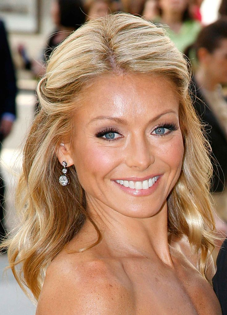 Kelly Ripa, She would be the ULTIMATE girl friend! SHe's a funny, intelligent, successful, tell it like it is kinda of girl and I would LOVE to meet her! Clearly, her family means the world to her!