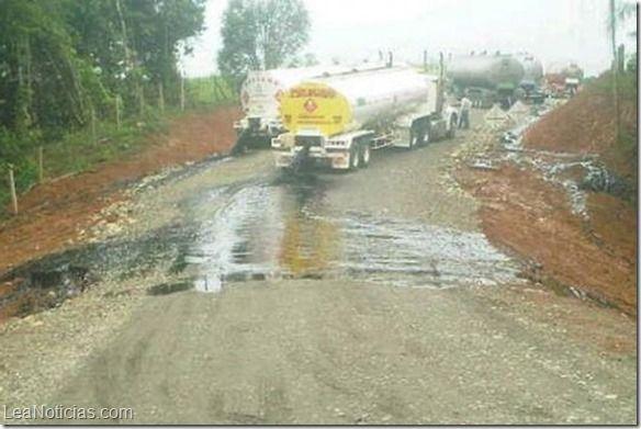 Colombia intenta evitar un desastre ecológico tras derrame de petróleo de las FARC - http://www.leanoticias.com/2014/07/07/colombia-intenta-evitar-un-desastre-ecologico-tras-derrame-de-petroleo-de-las-farc/