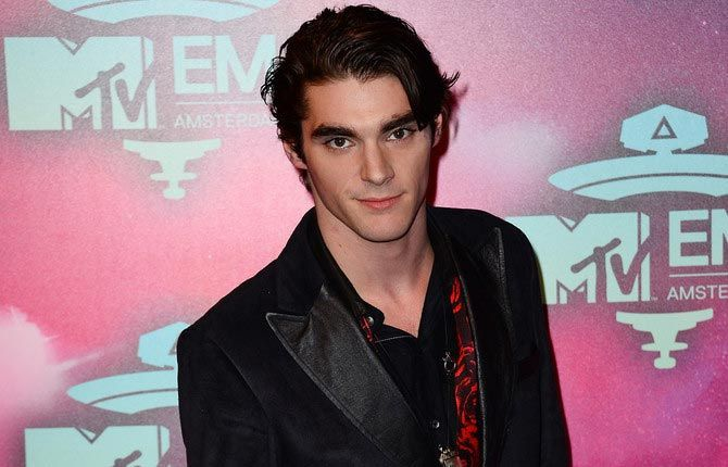1000+ images about RJ MITTE on Pinterest | Dead bees, Tan ...