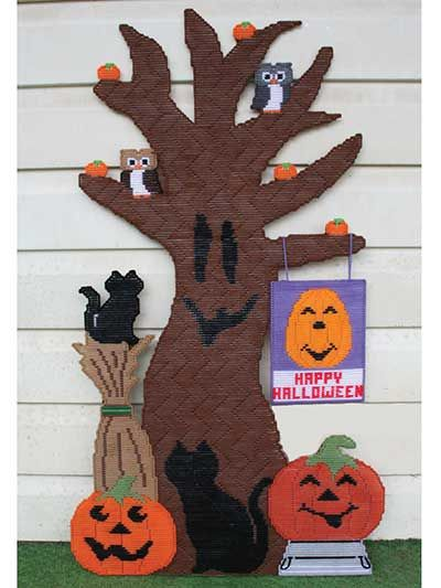 Tree to hang on your front door or wall this festive design features