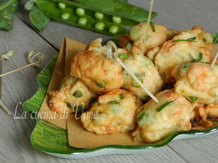 Zeppoline piselli e salmone,una bella ricetta per preparare delle morbide e appetitose frittelle con piselli e salmone.Ricetta con i piselli facile e veloce
