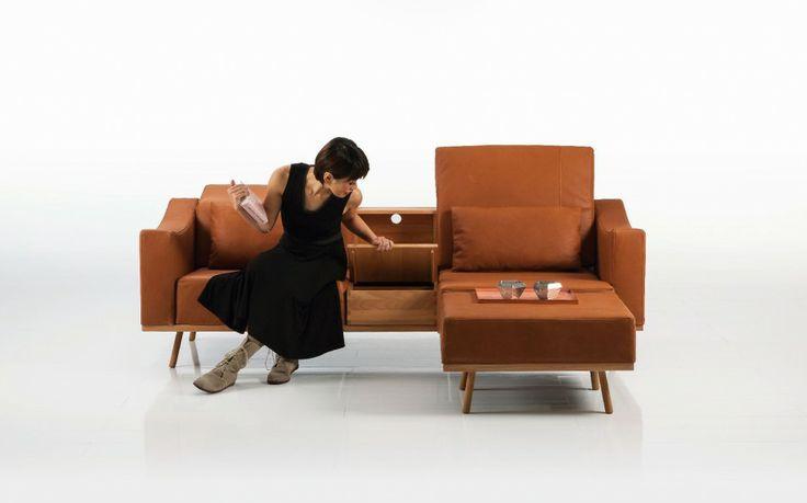 Sofa Deep Space o mocnej geometrycznej linii i modnej brązowej kolorystyce. Fot. Brühl.