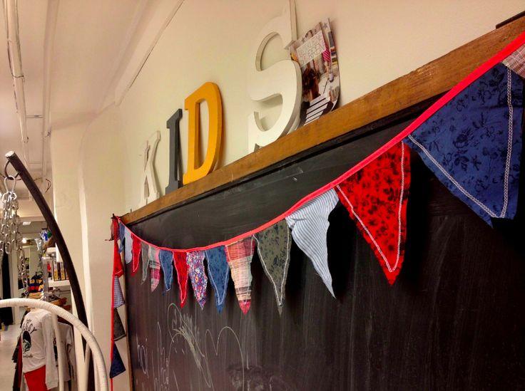 Gespot: onze Sissy-Boy vlaggetjes bij Sissy-Boy Homeland!