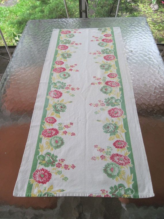 1950s 41 Inch Linen Tablecloth Runner Green Red And