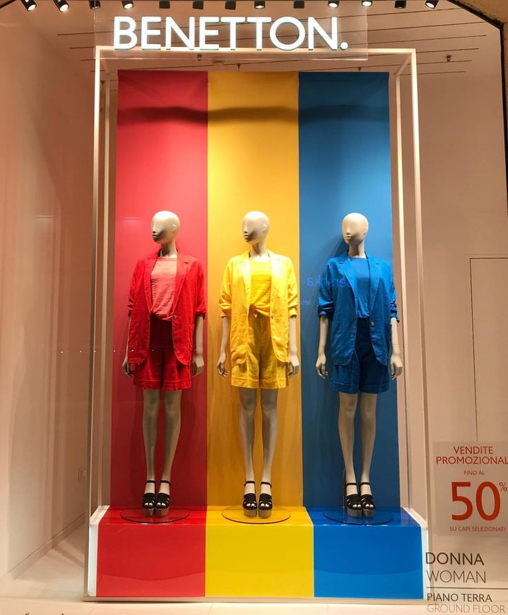 "BENETTON, Verona Centro, Verona, Italy, ""Put Color In Your Life"", photo by Visual Merchandising.ru, pinned by Ton van der Veer"