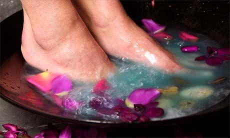 Camp Wander: Best EOs for Swollen Ankles, Legs & Feet