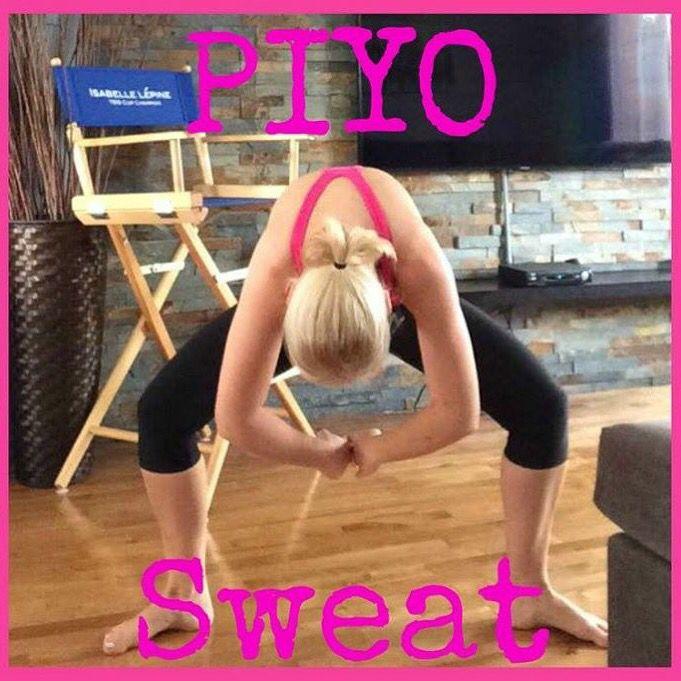 Il est recommandé de faire une fois semaine un cours de yoga/pilates afin de bien étirer vos muscles tout en douceur et accroître votre flexibilité:-)  Aujourd'hui c'est ce que j'ai fait avec un cours de PIYO!  Génial! #piyo #Beachbody