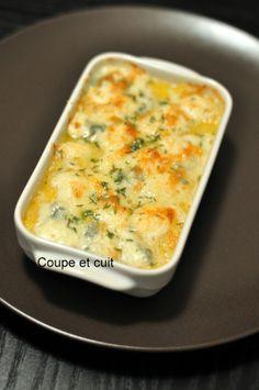 125 gr de polenta -25 gr de parmesan râpé -100 gr de gorgonzola (celui au mascarpone) -quelques branches de thym -sel, poivre -huile d'olive