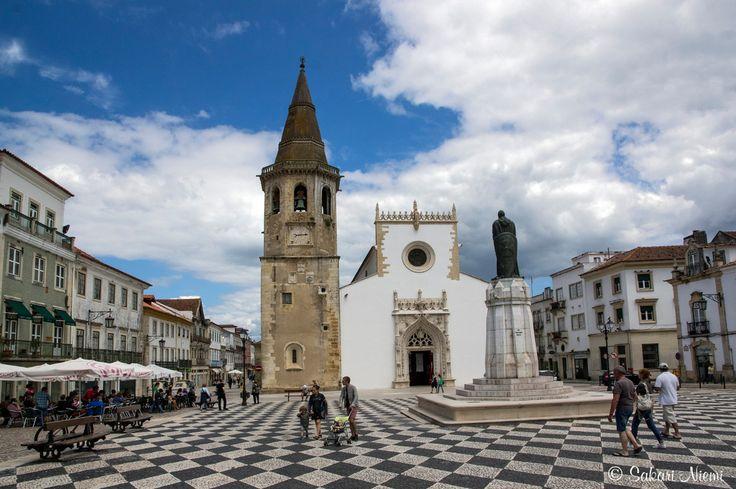 PT_160617 Portugali_0091 Tomarin São João Baptista-kirkko Praça da Repúblicalla