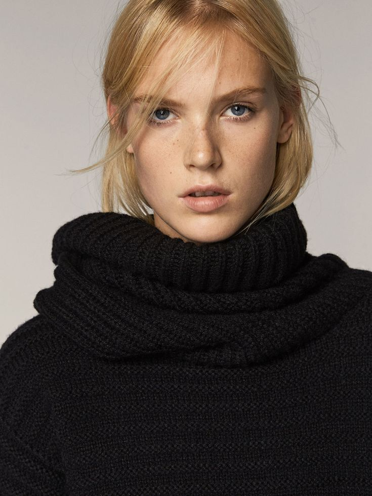 Fall Winter 2017 Women´s CAPE-STYLE SWEATER WITH A TEXTURED WEAVE at Massimo Dutti for 120. Effortless elegance!