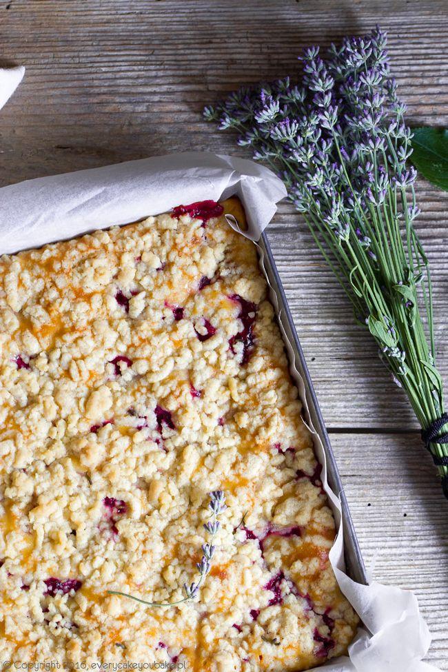 ciasto z wiśniami, kwaśną śmietaną i lawendową kruszonką, cherry, sour cream and lavender crumble cake #ciasto #wiśnie #lawenda #cherry #cake #lavender