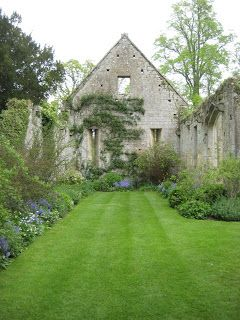 The Gardener's Eye: Contemporary Surprises at Sudeley Castle