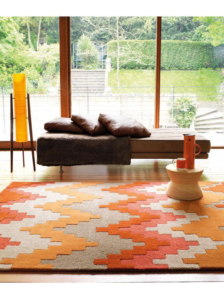 Der Teppich benuta Matrix Cuzzo im Retro Style ist ein absoluter Hingucker und passt durch sein Zickzackmuster in jeden Haushalt.