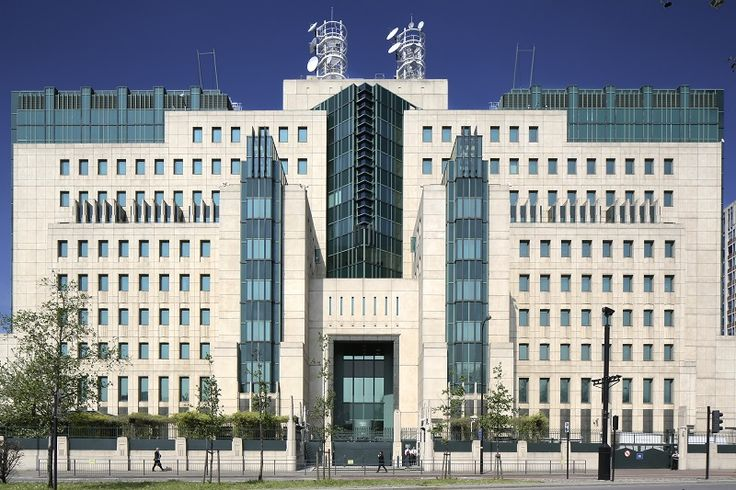 MI6 Building by Sir Terry Farrell and Partners, Photo © John East