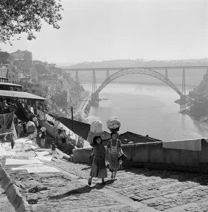 14 [Lavadeiras], Porto, [Década de 1950] | Código de referência: PT/AMLSB/ART/008223
