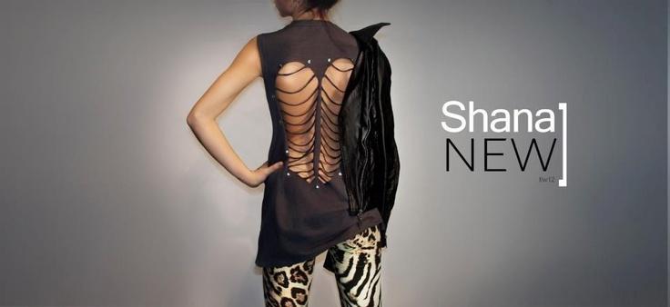 Bu sezon yırtık t-shirtler moda! Dar bir jean ve deri ceketle kombinleyebilir, tüm bunları Shana'da bulabilirsiniz.
