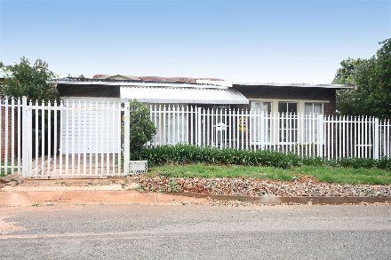 R849,000 3 Bed Greymont House For Sale - Property Info