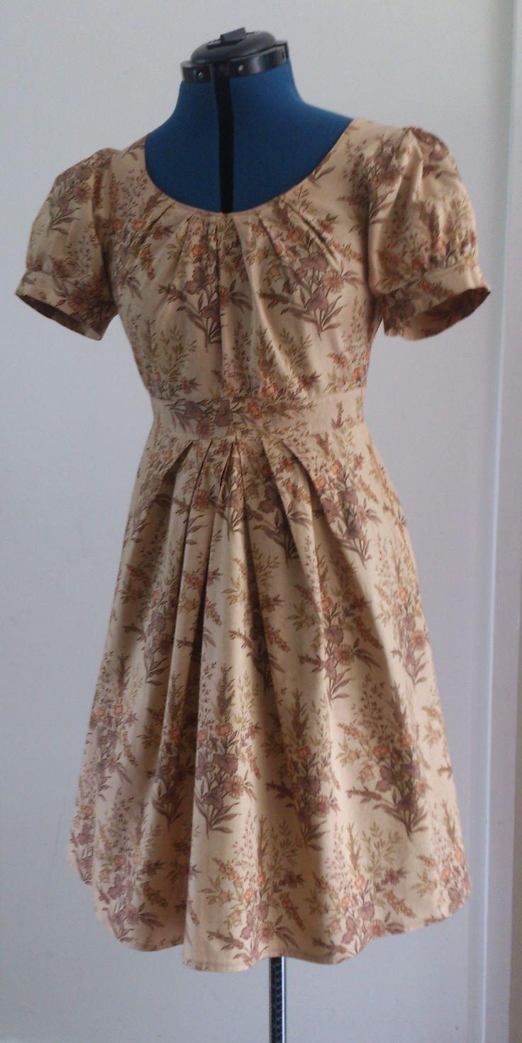 Dress with flower pattern. (Burda Easy Fashion pattern). Material: cotton.