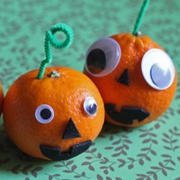 halloween activity for a preschool class or toddlers! Easy to do with an orange, wiggly eyes, chenille stem and construction paper! #halloweenkidscrafts