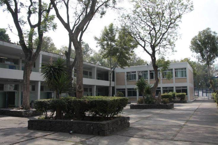 Desde la ENP 6 #UNAM en el patio de cuartos *From ENP 6 Facebook page*