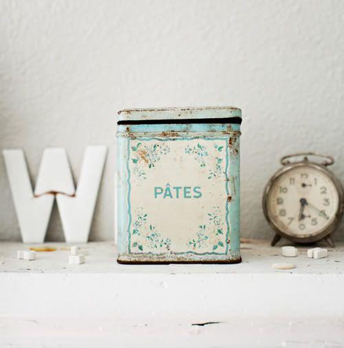 mint mint mintDreamy White, Kitchens Colors, Old Clocks, Vintage Tins, Vintage French, Farmhouse Living, Farmhouse Style, Tins Boxes, Vintage Vignettes
