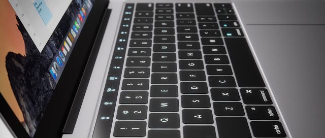 Filtran fotografías de la nueva Macbook Pro a solo dos días de su presentación   Apple invitó a la prensa a un nuevo evento a realizarse en su auditorio en Cupertino California donde se presume que presentarán innovaciones en cuanto a la gama MacBook. Este martes se filtró una foto de uno de los productos que presentarán: la nueva MacBook Pro.  La misma compañía sería la culpable de la filtración ya que la imagen está oculta en el código de macOS Sierra 10.12.1 el cual fue liberado este…