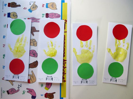 Sign and Play #Transportation Craft | Red says Stop! Green says Go! Yellow means Wait...you better go slow! #babysigning