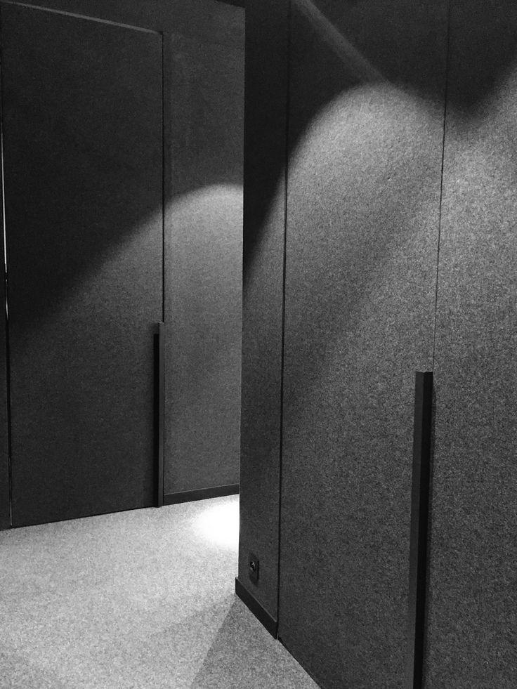 Z A M E K _D E S I G N_Minimal black&white corridor