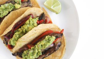 A wonderful tacos recipe that is simple to make, and super delicious. They are made with portobello, red onion and red bell peppers which are marinated in a super flavorful marinade for extra flavor! and they are topped with a creamy and tasty guacamole for a perfect match! #vegan #recipes #veganfood #Mexican #veggies #tacos #fajita #dinner