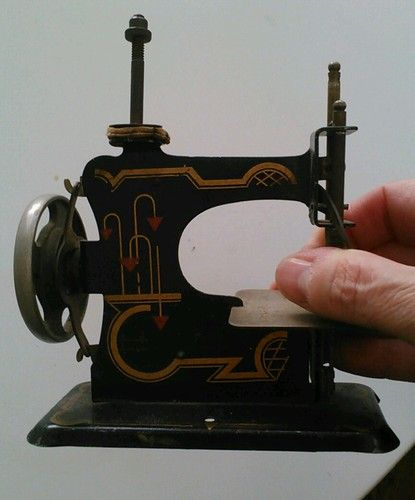 The Games Factory 40 Childs Sewing Machines Vintage Pinterest Classy Metal Singer Sewing Machine