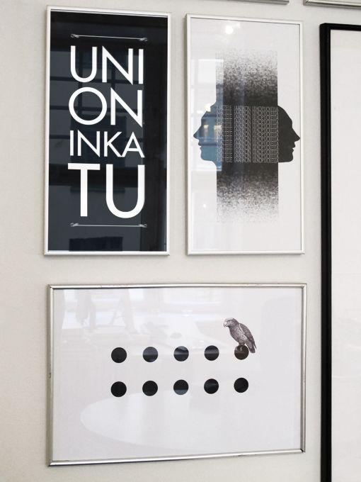 Taideseinän antia. Design by Leyla Avsar (ylärivin vasemmalla, Uni on...), Minna Manninen & Elisa Nyberg (ylärivin oikealla, Think outside the box), Katri Pakula (alarivi, Papukaija pisteineen)