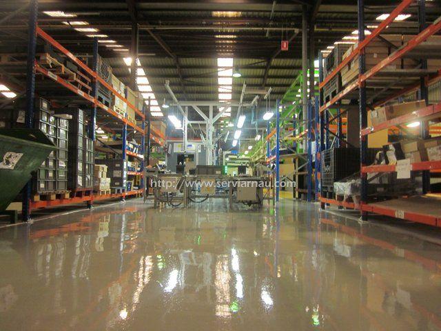 Aplicación de resina epoxi en suelo industrial