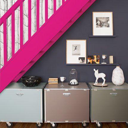 Des rangements pratiques et déco sous l'escalier : caisses Raja. Marie Claire Maison.com