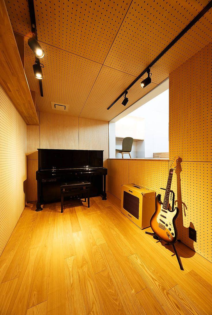 自宅で思い切り演奏が楽しめる!防音室のある個性的な家 一級建築士事務所haus の 北欧風 多目的室 haus-note