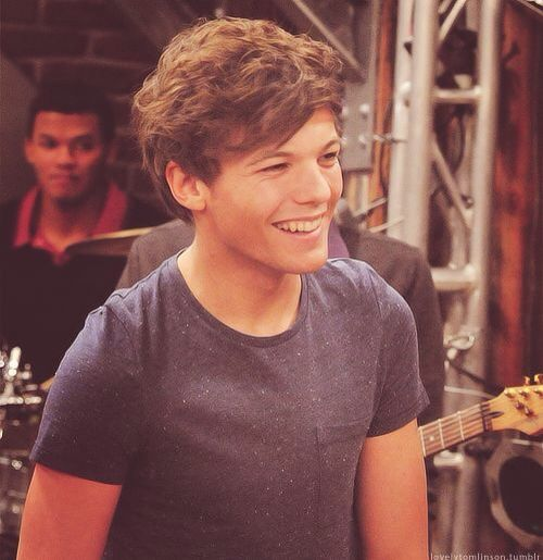 Louis on the set of iCarly