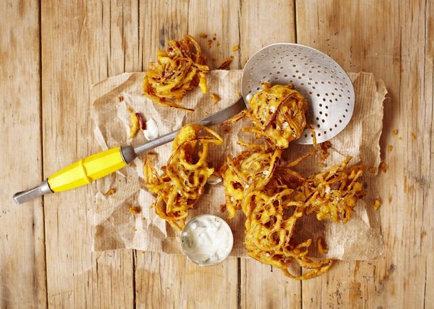 Our bhajis are egg-free so everyone can enjoy them. Preparation time: 20 minutes Cooking time: 15 minute Serves 4 as a starter or canapé. Makes 10. Egg free INGREDIENTS 75g gram flour 40g rice flour 1 tbsp butter, melted Juice of 1/2 lemon 1/2 tsp turmeric 1 tsp ground cumin seeds 1 inch ginger, grated …