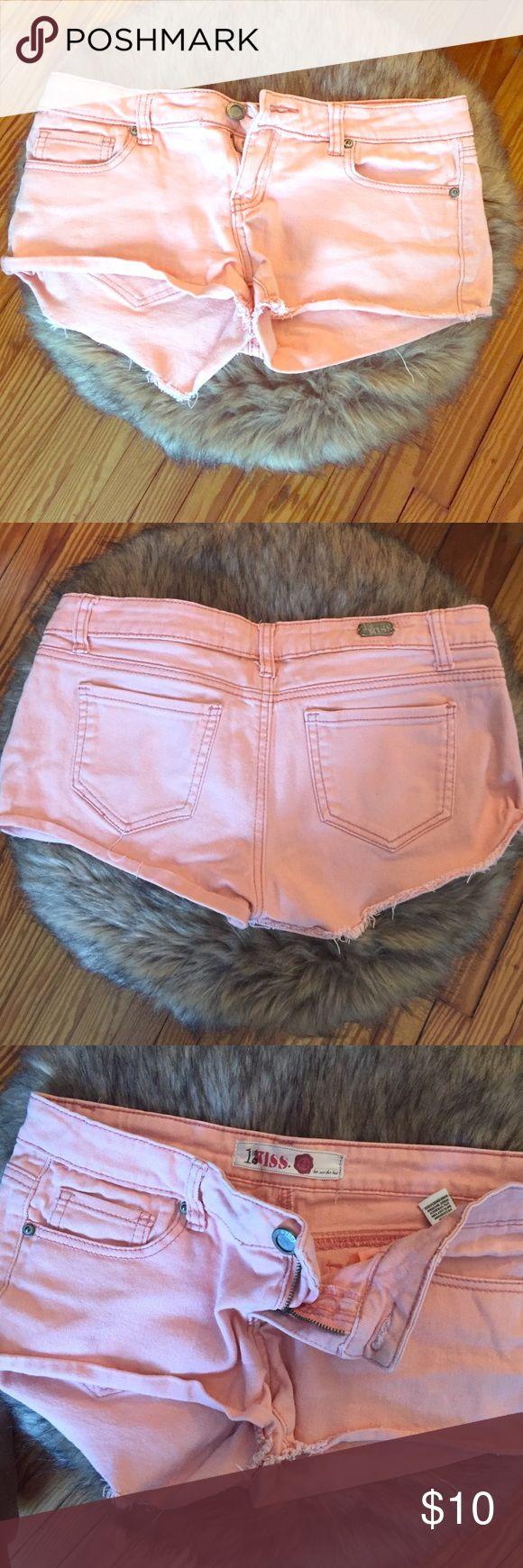 Peach Jeans Shorts 1st Kiss Peach Jean shorts. Low rise. Some stretch. Size 6 1st Kiss Shorts Jean Shorts