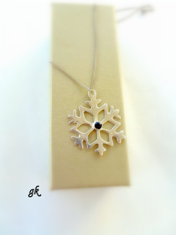 Silver Snowflake Necklace by GeorgiaCollection on Etsy, €51.00