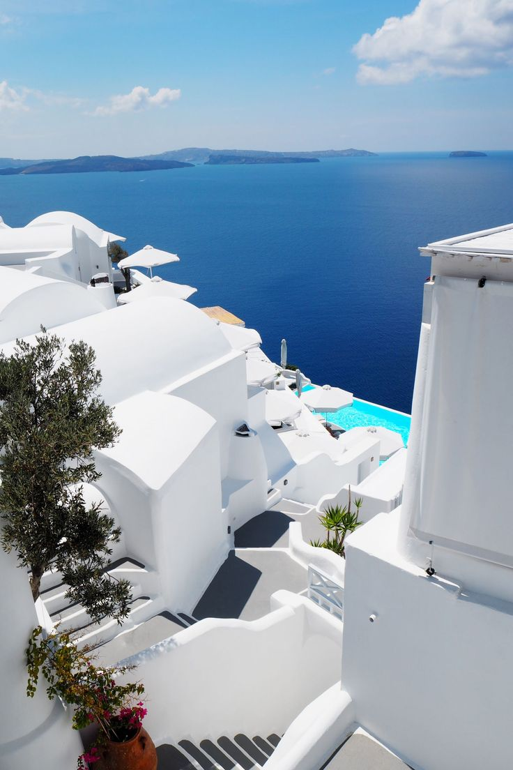 A bloggers dream to stay at the Katikies Hotel in Oia Santorini, look at those colours!