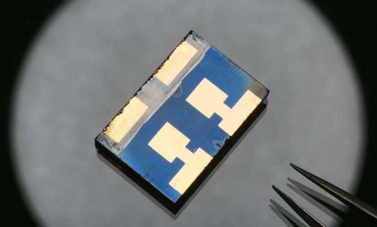 El guanidinio, alternativa para elevar la eficiencia solar de la perovskita al 19% durante 1.000 horas.