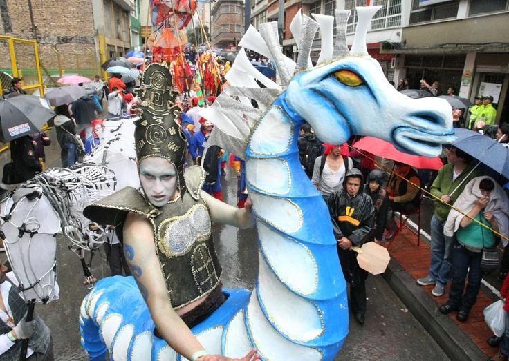 Las marionetas y disfraces monumentales fueron los favoritos del público. Foto: Luis Lizarazo / EL TIEMPO