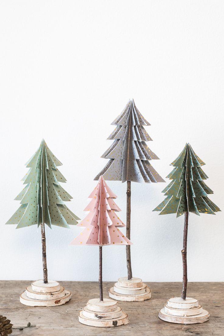 Legende Erfahren Sie, wie Sie DIY-Weihnachtsbäume aus Papier falten.
