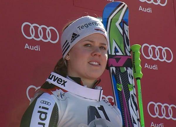Viktoria Rebensburg gewinnt Riesenslalom in Schladming und gewinnt die kleine Kristalkugel / www.Skiweltcup.TV / Viktoria Rebensburg gewinnt den Riesenslalom von Schladming und holt sich unangefochten die Riesenslalom Weltcupwertung der Damen. Die Tegernseerin setzt sich in einer Gesamtzeit von 2:27.24 Minuten souverän vor der Österreichischen Kombinations Weltmeisterin Anna Fenninger (+ 0.64) und der Italienerin Federica Brignone (+ 1.24).