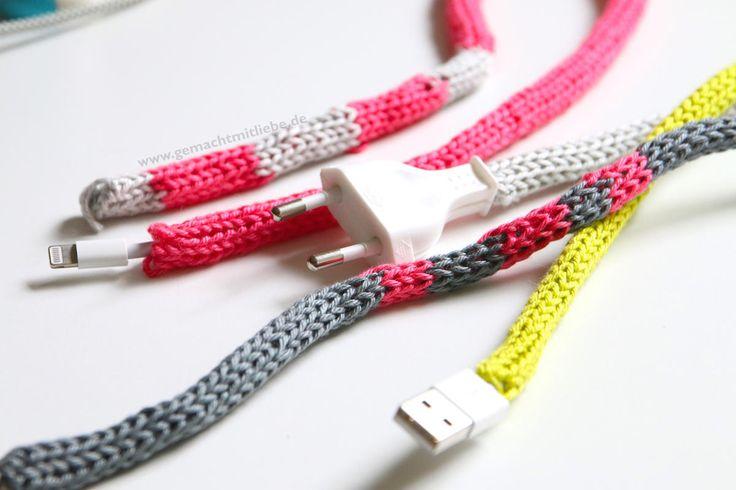 Kabel verschönern – eingestrickte Kabel