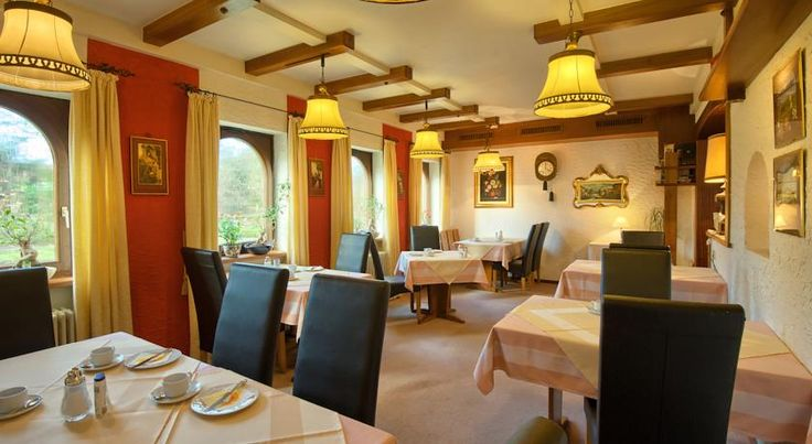 Hotel Bären Bad Krozingen This 3-star hotel in Bad Krozingen offers spacious rooms, free Wi-Fi internet and free parking. It lies a 10-minute walk from the town centre and a 10-minute drive from the Black Forest.